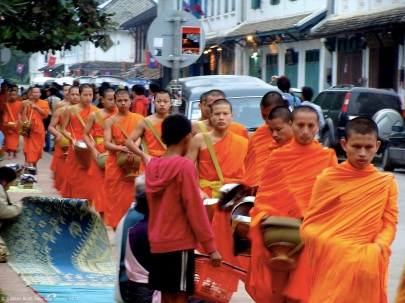 Monks morning preying Luang Prabang, Lao